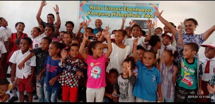 walikota Jayapura bersama anak-anak